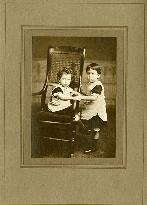 Graham (right aged about 3, with his brother Gower