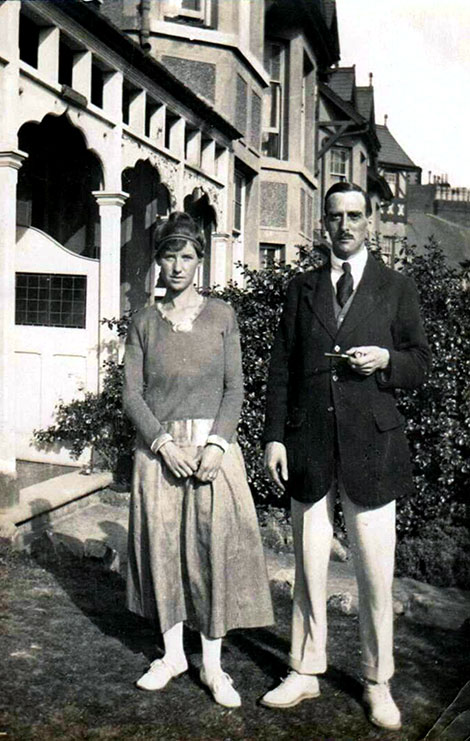 Graham and Dorothy Child at Colwyn bay in August 1919