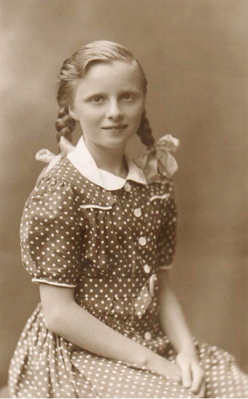 Ann Silvester (1928-date) in 1939, the daughter of Bert & Lyn and niece to Stewart and Rosalie.